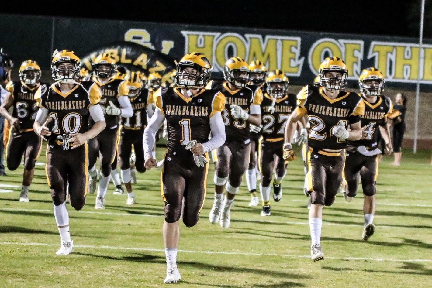 Golden West hushes Bullpups with late touchdown