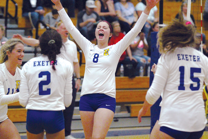 Volleyball: Monarchs swept the CVC Cavaliers to take the lead in league
