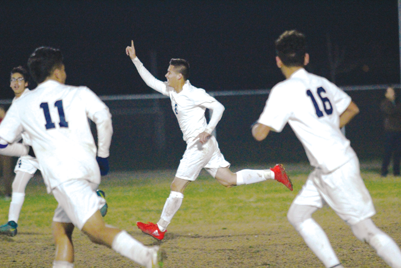 Boys Soccer: Enrique Gomez's overtime header lifts Strathmore to 3-2 over rival Lindsay