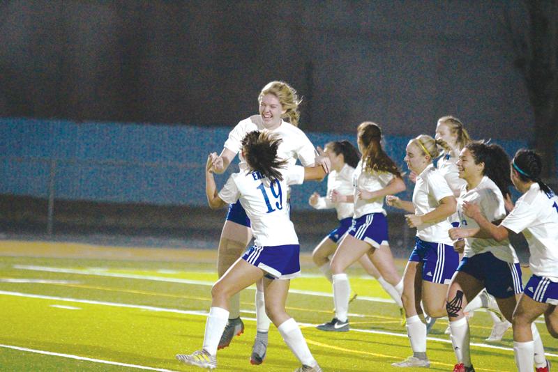 Girls Soccer: Monarchs continue toward valley
