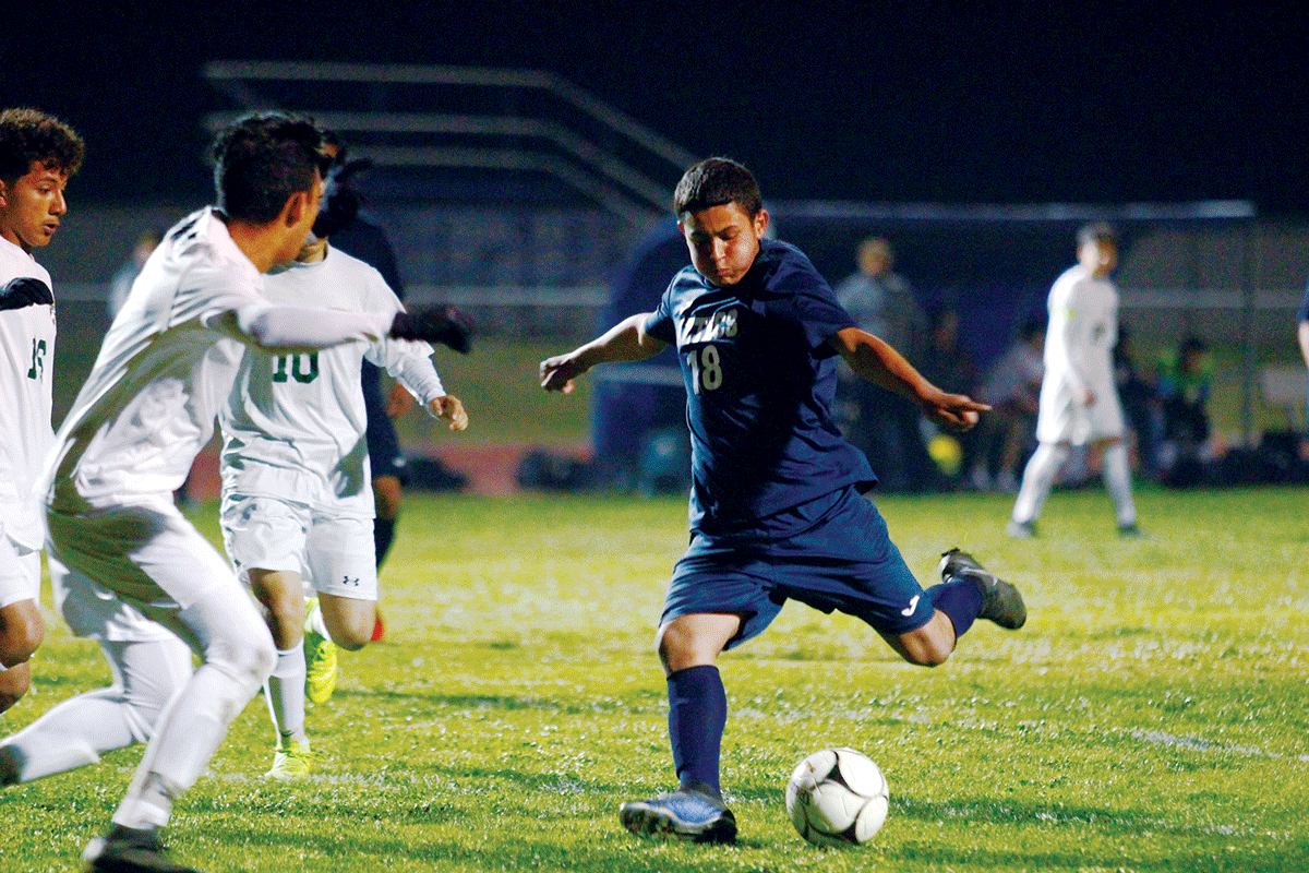 Boys Soccer: Farmersville defeats Kingsburg 7-2, Felix Zarate scores hat trick