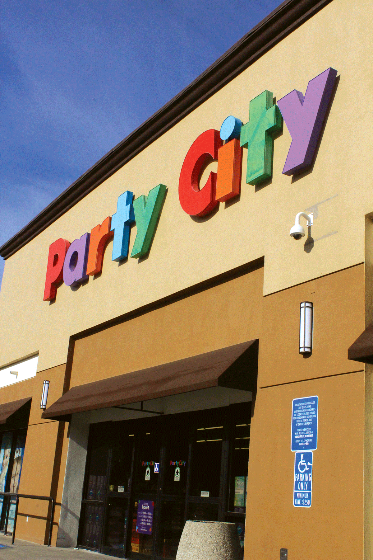 Party City in Visalia won't blow away with helium shortage